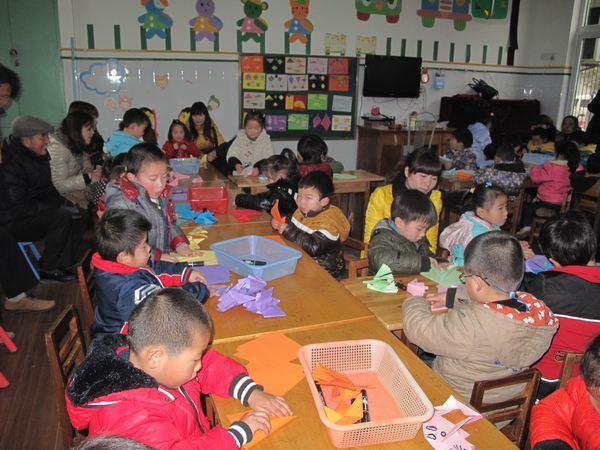 幼儿园作品元旦节做手套图片